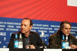"""Kevin Spacey und Jeremy Irons auf der Pressekonferenz zu """"Margin Call"""""""