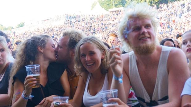 Oya Festival – küssendes Pärchen